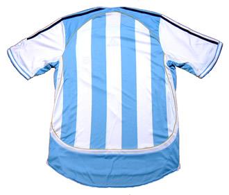 アルゼンチン代表06-07ホーム 背番号無しの背中から