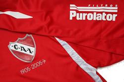 インデペンディエンテ2007ホーム 襟のPurolatorは輸送会社