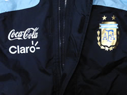 アルゼンチン代表08-09レイン・ジャケット エンブレムとスポンサー